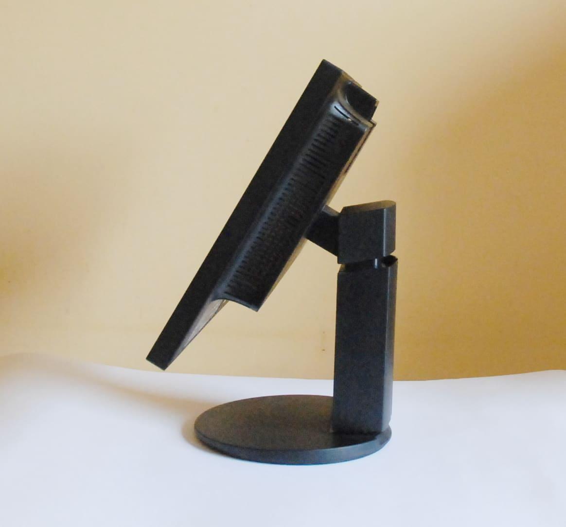 NEC EA224WMi ergonomia