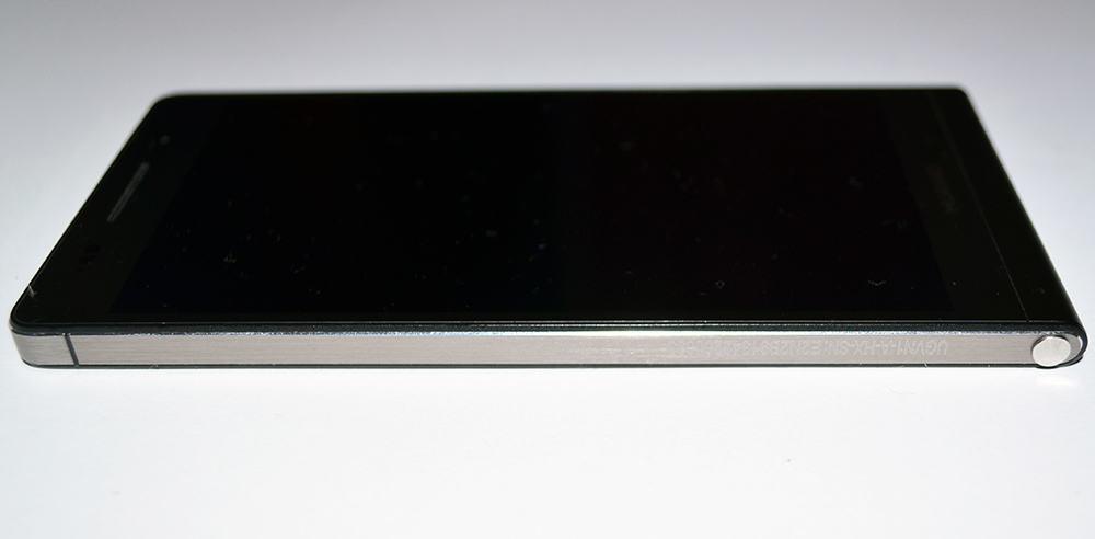 Huawei Ascend P6 smartfon bok