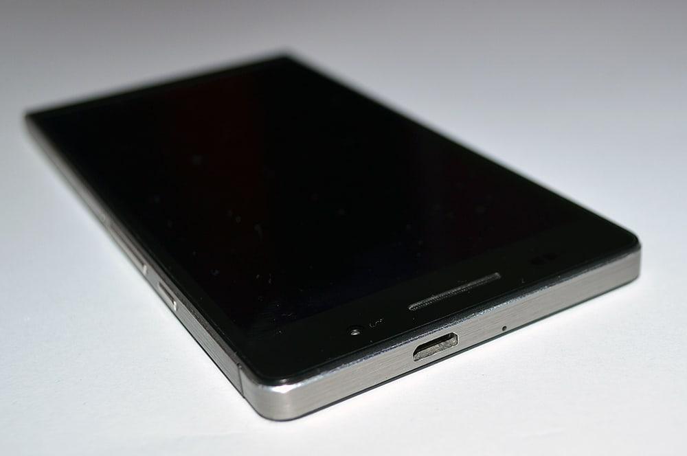 Huawei Ascend P6 smartfon microusb